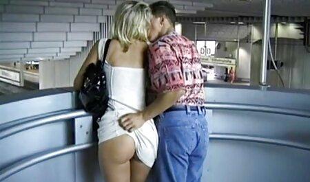 Afortunado hombre rodeado por dos lo mejor del porno latino sexy bowknots