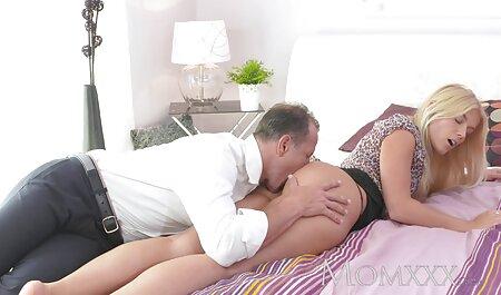 Chica encantadora videos porno latino casero delgada, el entrenador personal en el gimnasio