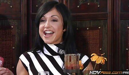Chica con una videos caseros latinos gratis aspiradora