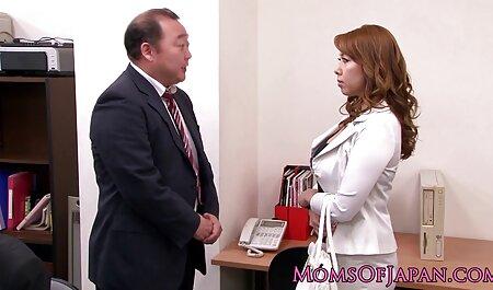 Estirar suavemente las piernas el mejor porno latino y las garras de la rubia en la televisión