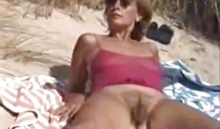 Los dos hombres puro porno latino comparten el culo de una chica
