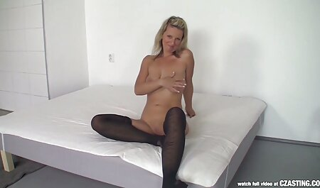 Un hombre alto y negro satisface los deseos de la belleza blanca buen porno latino