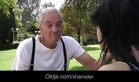 Jazmín en su sexo casero en español latino lugar