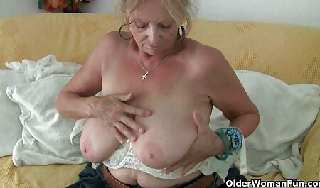 Masturbación caliente en videos pornos caseros en español latino baño