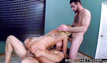 La muchacha en el primer día el mejor porno en español latino del trabajo, salta sobre un miembro del jefe