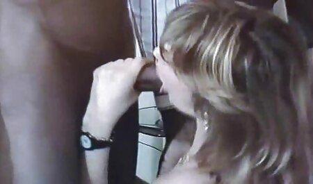 La rubia recibe una porción de su marido en el mejor sexo latino la mañana