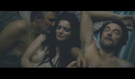En el los mejores videos de porno latino dormitorio, un hombre saliendo con una chica para tener sexo